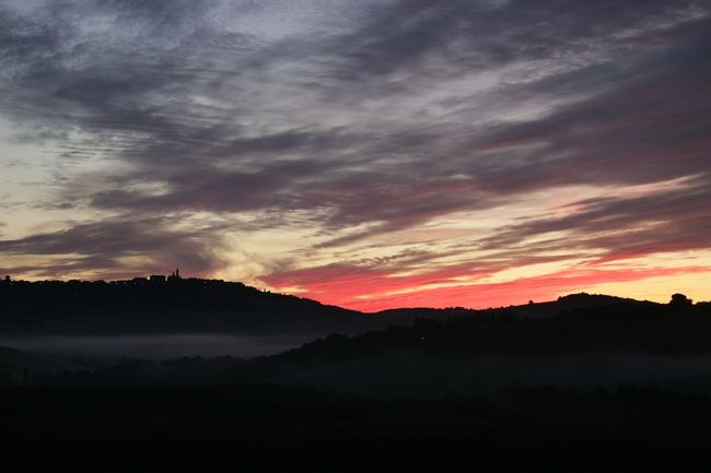 Dawn in Val d'Orcia, Tuscany. No filter, real colors catched with Canon Eos 100D. Alba in Val d'Orcia. Nessun filtro. Taking Photos Hello World Relaxing Enjoying Life Charme Fog Clouds And Sky Dawn Light Landscape Tuscany Amazing Landscape Colors Country Countryside No Filter Hills, Mountains, Sky, Clouds, Sun, River, Limpid, Blue, Earth Light And Shadow Darkness And Light Clouds Sky Hills Val D'orcia Pienza (toscana)