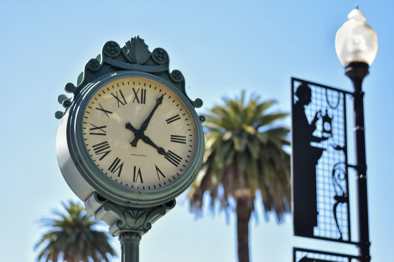 405 Low Angle View Time Clock Blue No People Day Building Exterior Architecture Outdoors Flower Tree Sky Close-up Minute Hand Clock Face Love To Take Photos ❤ Nikon D3200 Nikon D3400 Nikon D5200 Nikonphotographer Nikonphotography Nikon Nice View Inspiring Inspirations The Street Photographer - 2017 EyeEm Awards EyeEmNewHere