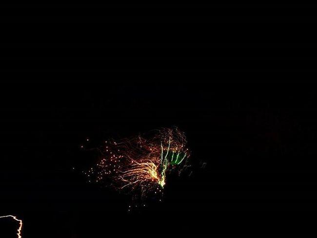 Firework + shaky hands = 💕👌 Likeit Loveit Goood Fireworks Shakyhands Astonishing Lushview Amazing