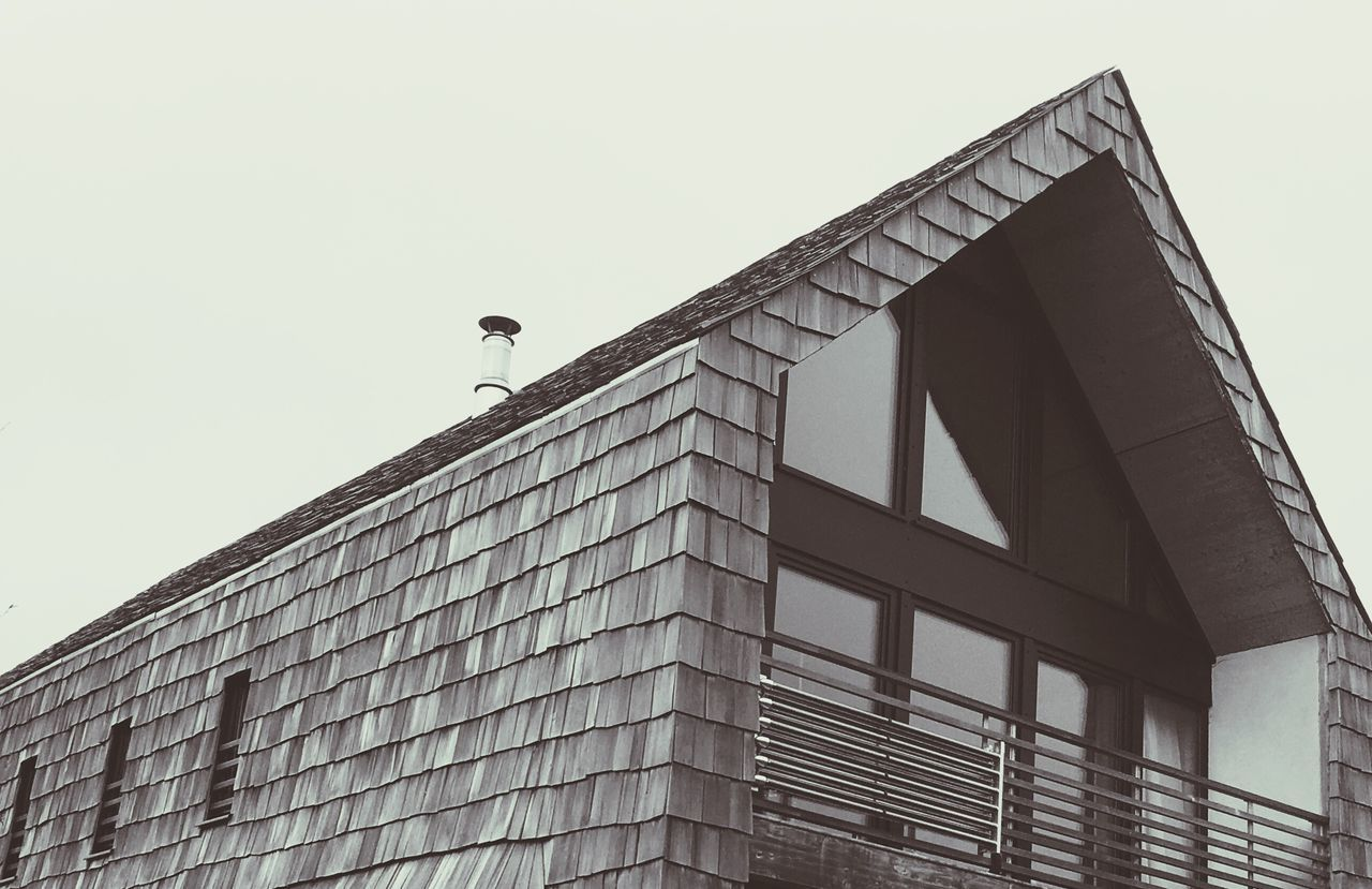 Minimalist Architecture Low Angle View Architecture Built Structure Clear Sky Building Exterior Bird Day Outdoors Animal Themes No People One Animal City Modern Animals In The Wild Perching Sky Skyscraper wood fish scale shingles 👁 EyeEmNewHere