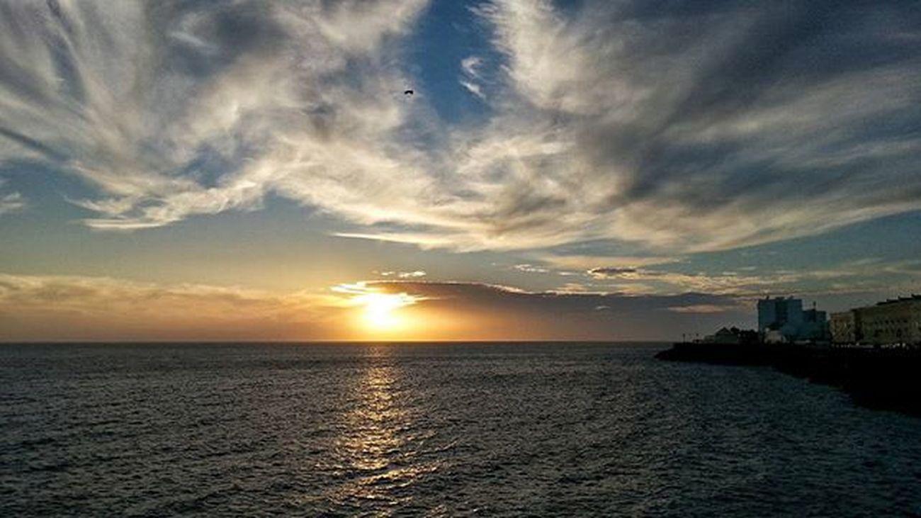 Enamorado de Cadiz y sus atardeceres, su mar, su viento... Instantes_fotograficos Igerscadiz Asiesandalucia Andaluciaviva Estaes_cadiz Estaes_espania Ok_sunset Insta_world_life Match_sky Total_sky Hdr_and_sunsets Bd_mobile Your_worldcaptures Insta_world_free Editmoments_beach Ok_nature Clouds Love_natura Sky_sultans Sunset_madness Sky_painters Sunrise_and_sunsets Breeze_sea