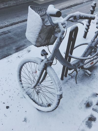 Winter Snow Cold Temperature Bicycle Weather Mode Of Transport Land Vehicle Outdoors Transportation Day No People Tire Bicycle Rack Wheel
