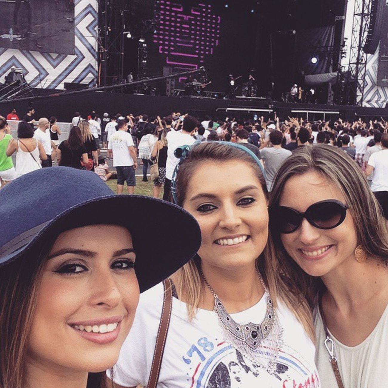 Lolla Girls! <3 LollaEhAgora LollaBr2015 Amies Sampa