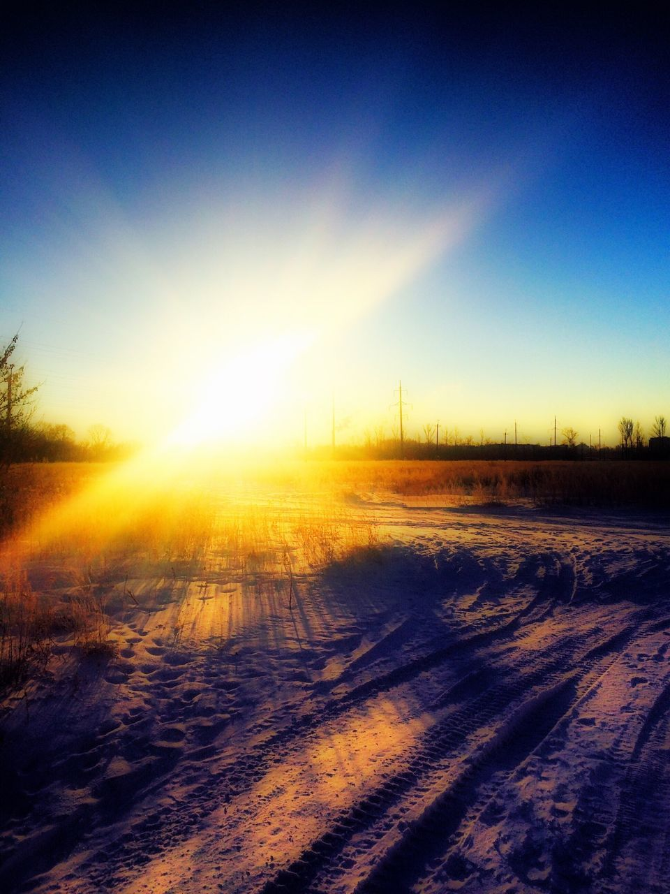sunbeam, sun, winter, nature, sunlight, tranquil scene, cold temperature, tranquility, snow, sunset, landscape, scenics, no people, lens flare, beauty in nature, outdoors, field, sky, clear sky, day, vapor trail