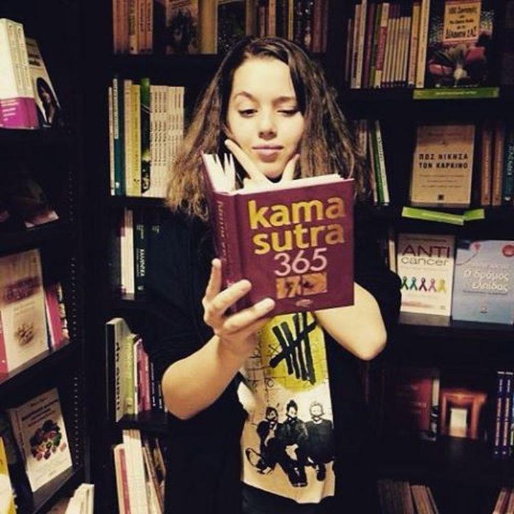 Το αγόρασε. Erin Kamasutra Bookshop Plaka πλάκα Athens Greece Book γιατικαθενοικοκυριοπρεπειναεχειενακαμασουτρα γιαναθυμουνταιοιπαλιοικαιναμαθαινουνοικαινουριοι μπραβοεριν οχιμπραβο αγαπατεταμογγολα εχουνκαληψυχη καταπολυβαθοςομως λοβιζολγουινιντ❤ αγάπηπαντού