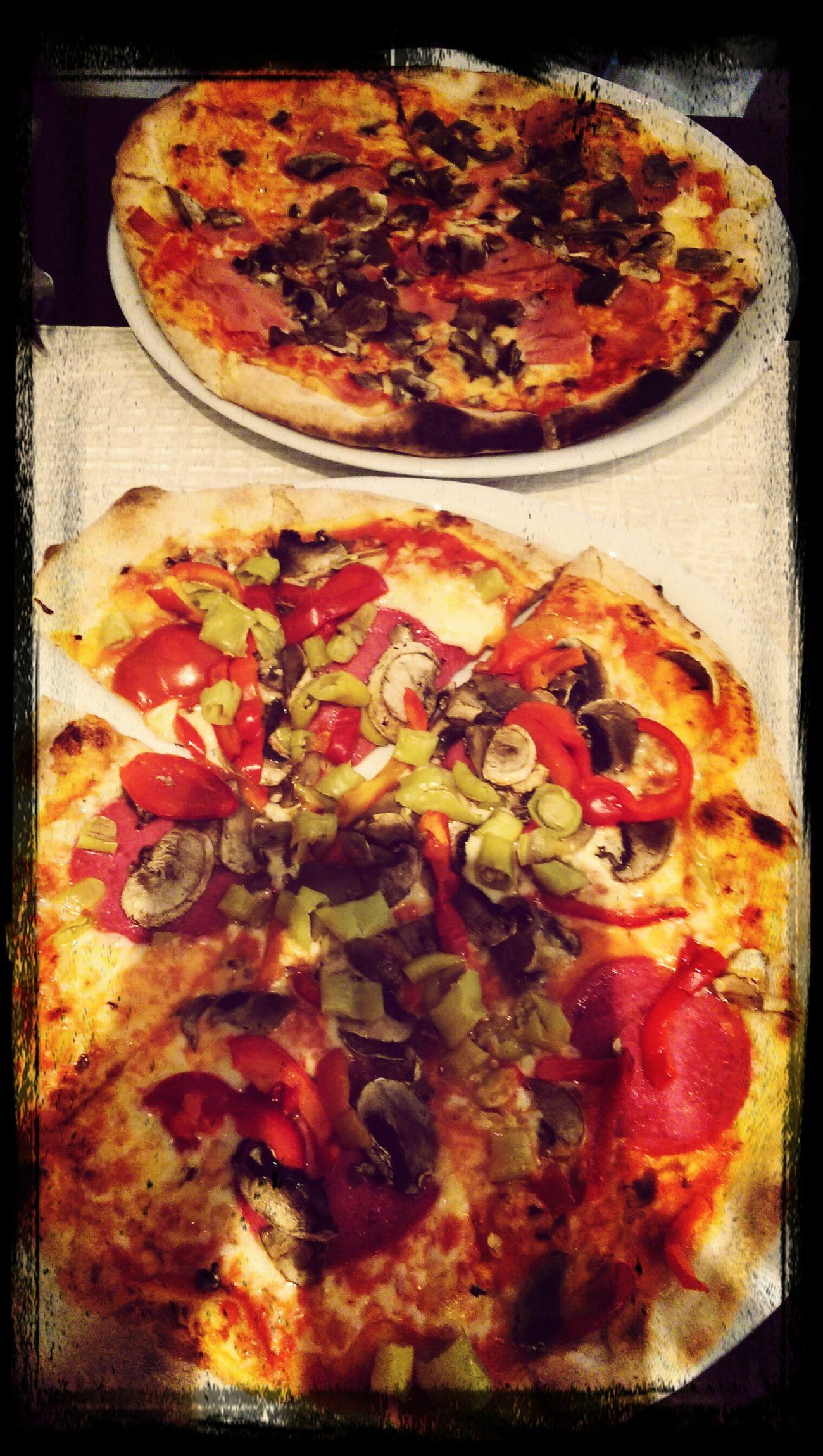 Haha dieser Vlaski oder Laski oder wie der heisst, muss zahlen :D Pizza