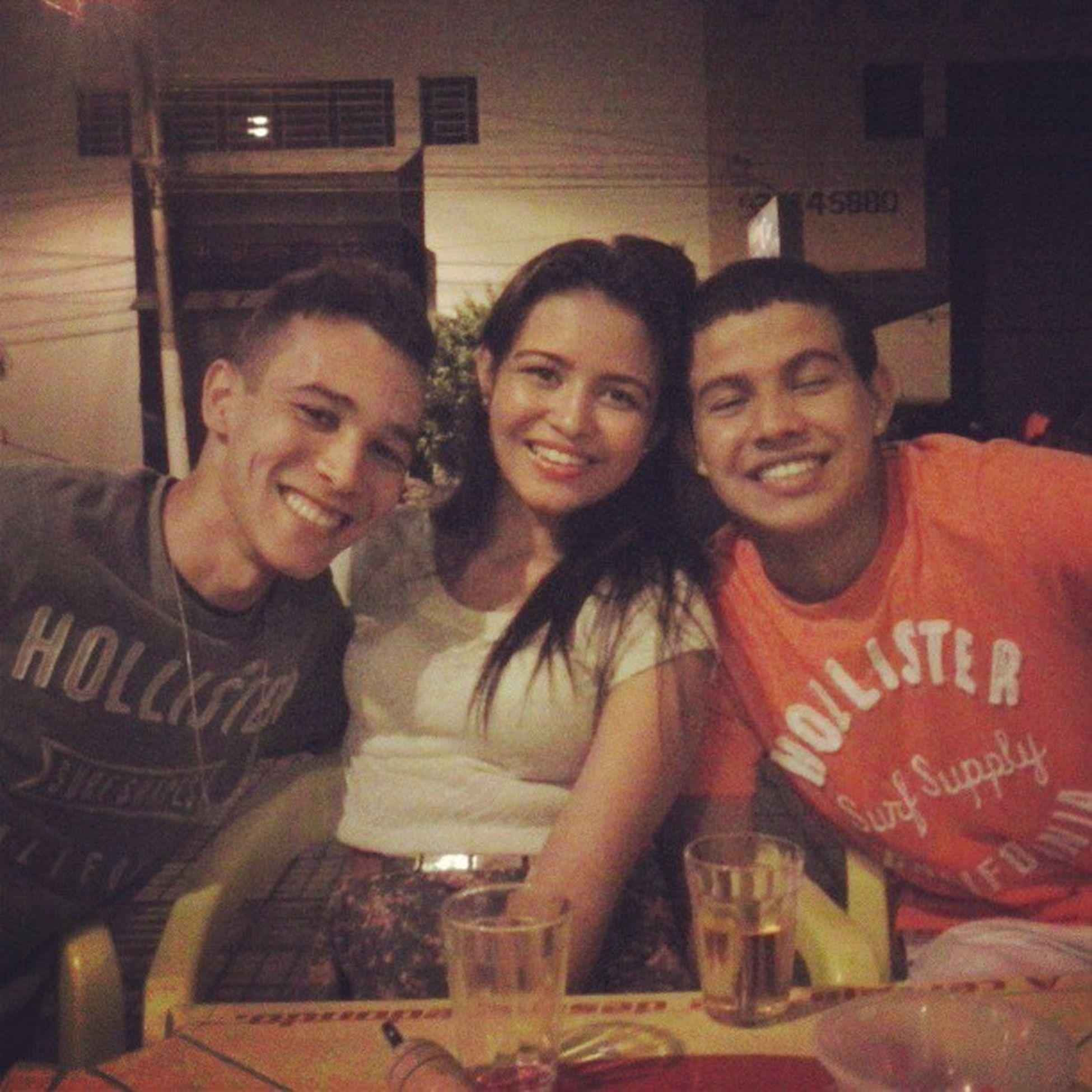 Buteco com os primos Divicity @henriqueergos. @depaulabruna. @tavare_sronaldo
