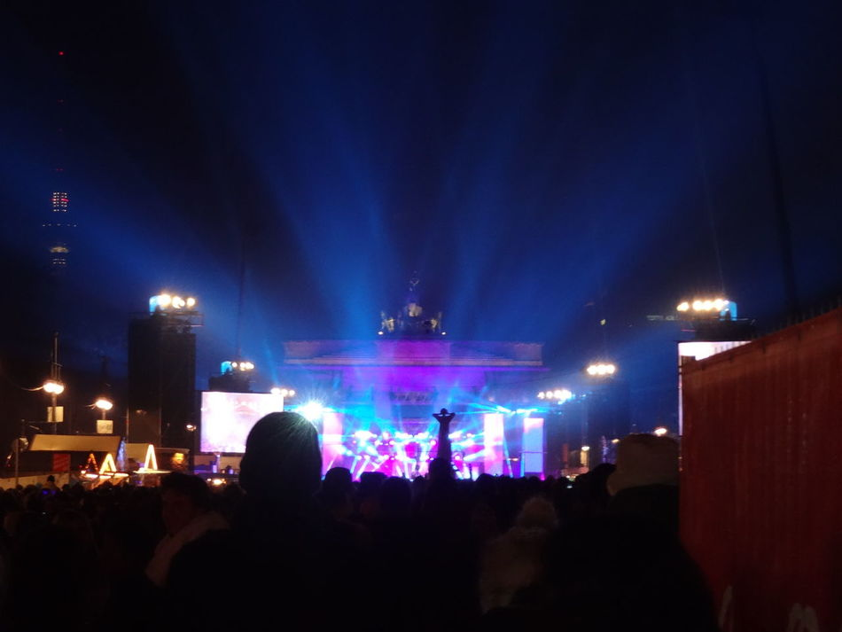 Check This Out Freshness Relaxing Blooming Light In Bloom Glowing Culture Capital Cities  City International Landmark Famous Place Enjoying Life Hanging Out Outdoors Concert Berlin Branderburgertor Music Photography In Motion