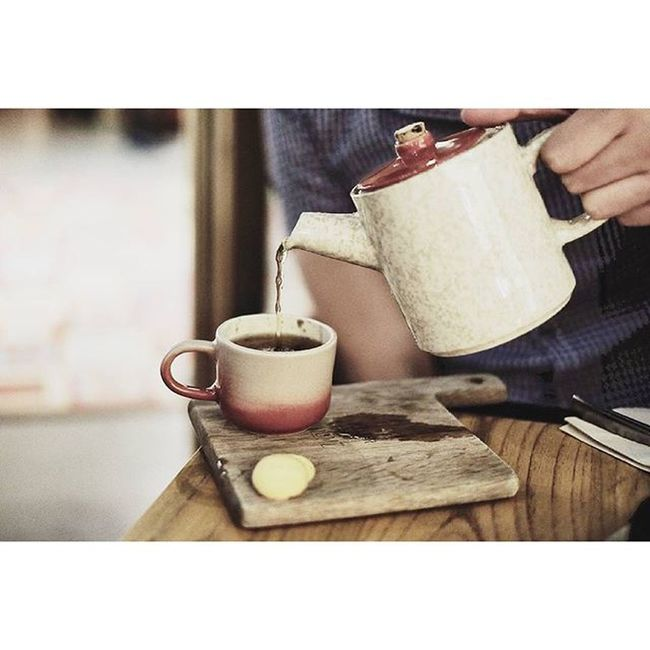 Tea is a liquid wisdom.. Morning tea.. 🙌🙌😄 Instagram Drinks Hottea Instatea tealover teaaddict tea teapot teaporn teastagram teacup teaholic yummy tealife healthy teahouse latepost handsinframe