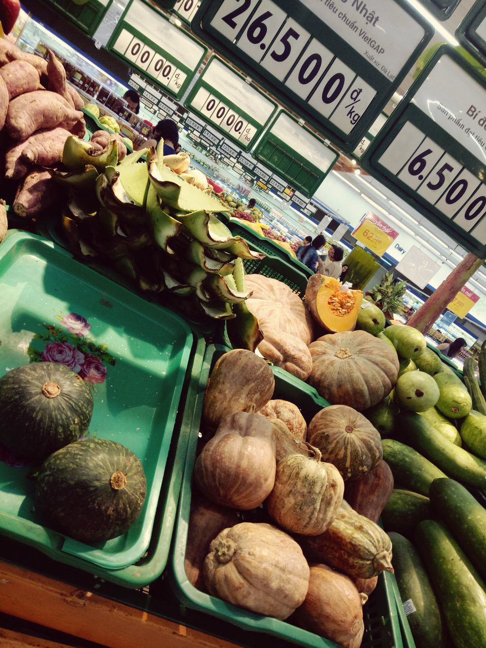 food, food and drink, for sale, freshness, vegetable, retail, healthy eating, variation, price tag, market, choice, text, day, market stall, fruit, banana, large group of objects, no people, farmer market, stack, outdoors, close-up