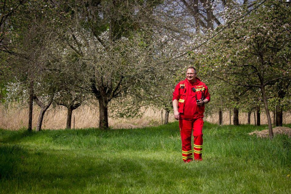 Adult Day Deutsche Lebens-Rettungs-Gesellschaft DLRG DLRG Nieder-Olm Wörrstadt Grass Lifeguard  Livesaving One Man Only One Person Outdoors People Red Sports Uniform Tree