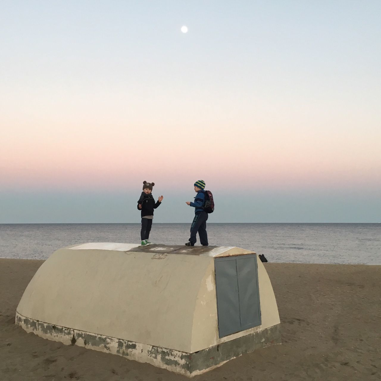 Beautiful stock photos of mond, two people, sea, horizon over water, rear view