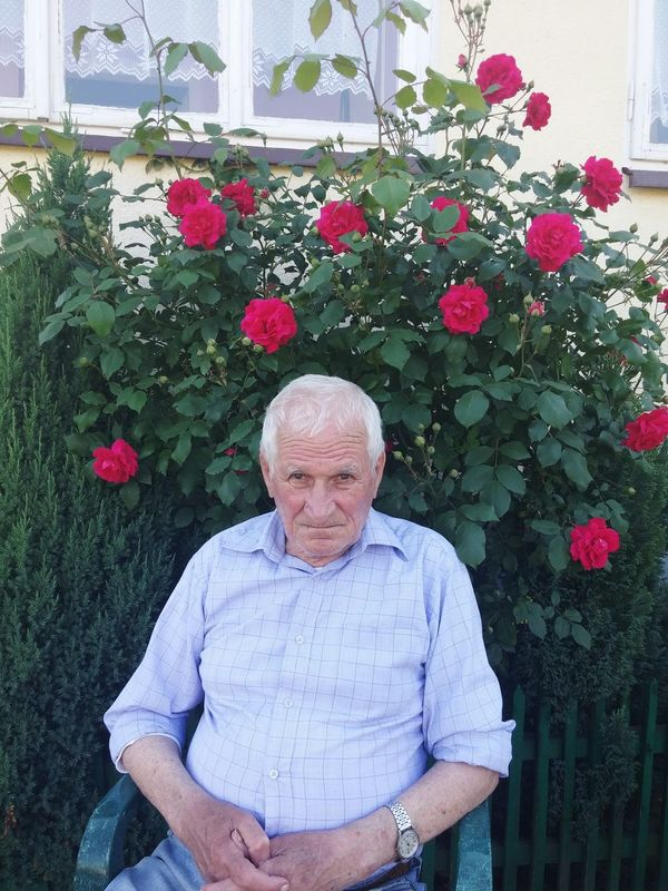 Grandpa Grandfather Old Oldman Roses Rose🌹 Roses🌹 Flowers Village My Best Photo 2015