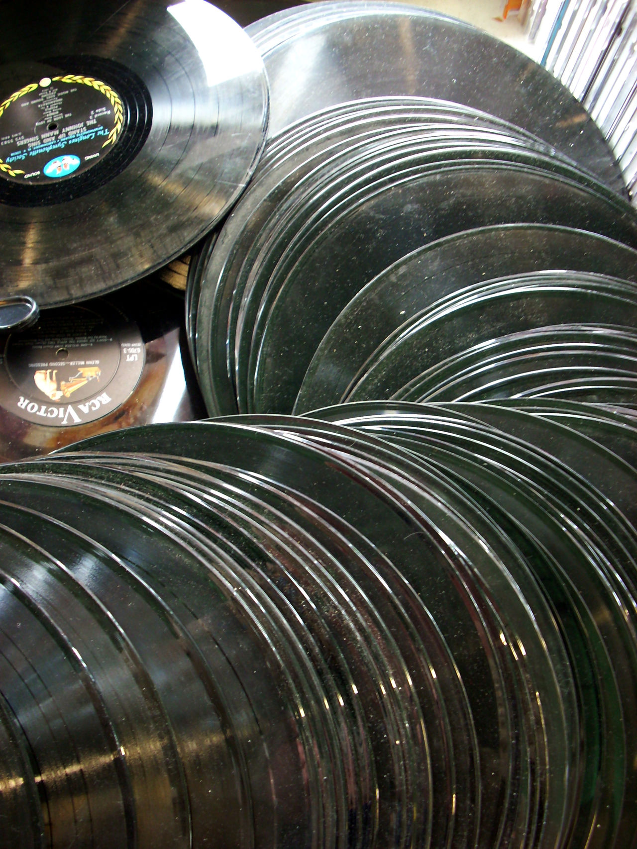 33 Rpm Antiques Backgrounds Black, White & Red Circle Dust Geometric Shape Modern Music Records Repetition Vinyl First Eyeem Photo