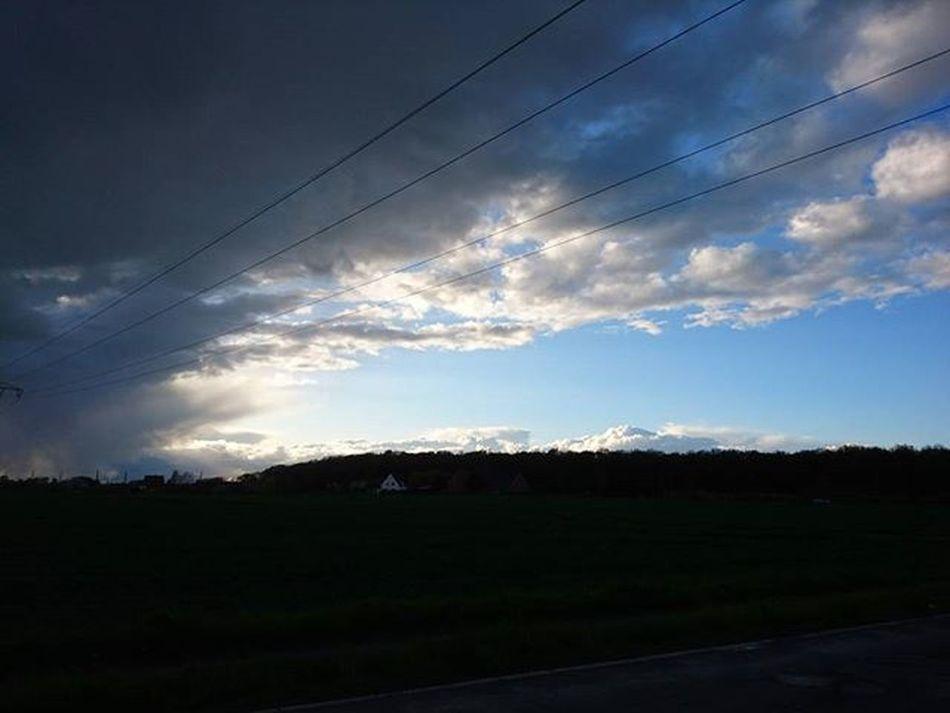 Cloudyday Clouds Cloud Skyline Sky Skyporn Bluesky Landscape Landscape_captures Nature_perfection Landscape_lovers Landscapes Landscapeofgermany Horizon Mobilephotography XperiaZ5 Xperiaphoto Xperialove Simplephoto Silhouette Inspiration Instalike