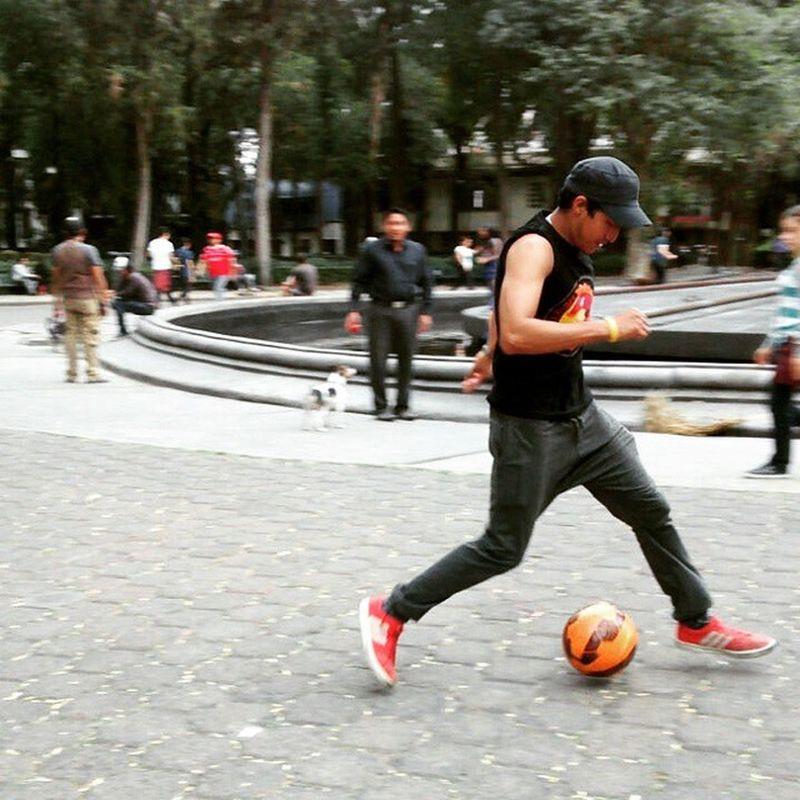 PracticandoUnRato DominandoElBalón Bicicleta Amoelfutbol Ilovesoccer PlazaRíoDeJaneiro