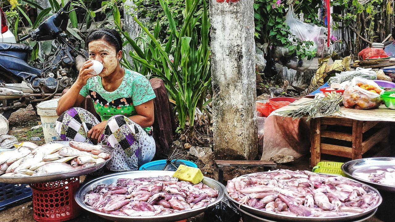 Fish Tea Morning Market Southeast Asia City Street Scene Yangon Thanaka Girl Street ASIA Burma Vendor Thanakha Smile မြန်မာ ရန်ကုန် Streetfood Worldwide
