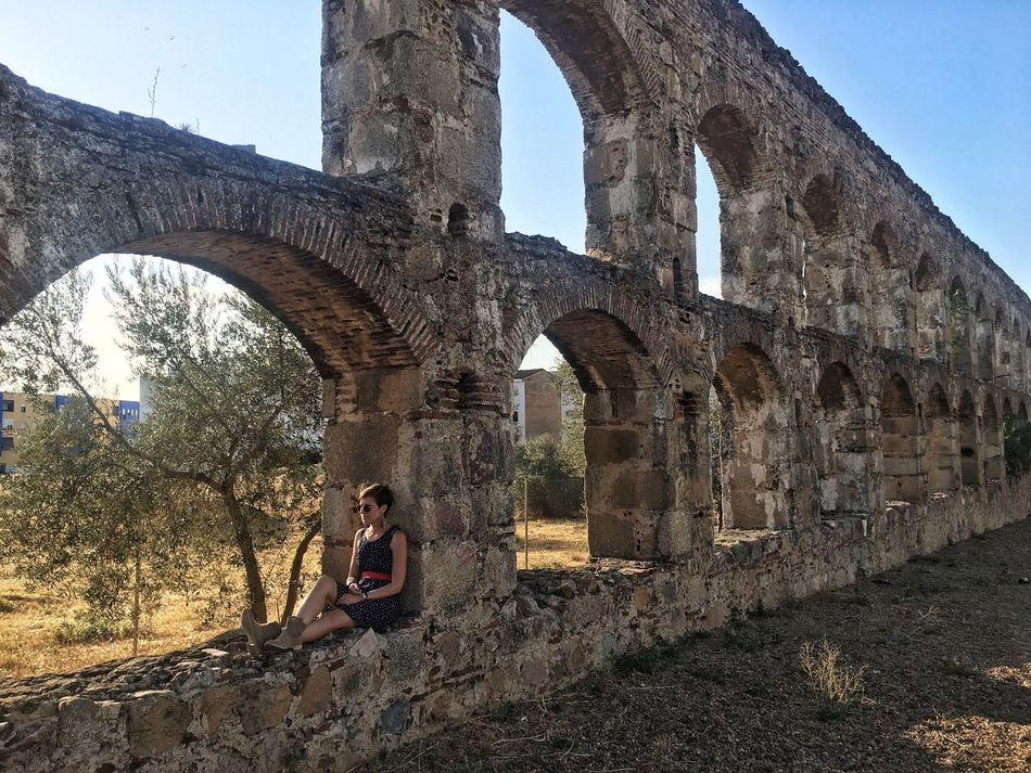 Your Ticket To Europe Acquedotto romano in Mérida e io 😊☺️ SPAIN Spain ✈️🇪🇸 España España🇪🇸 Spagna Mérida Extremadura Acquedotto Romano Voyage Europe Europe Trip Trip Trip Photo