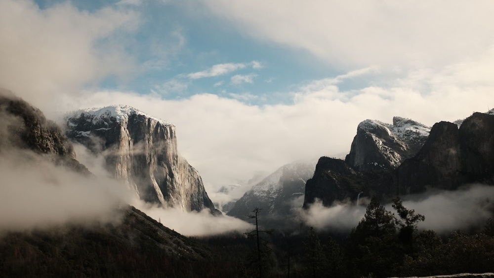 Yosemite Valley, California - Februar 2017 Breathtaking California Misty Mountain View Nature USA Yosemite National Park Beauty In Nature Cloud - Sky Day Landscape Misty Landscape Mountain Mountain Range Mountain Scenery Nature No People Outdoors Roadtrip Scenics Sky Tranquil Scene Tranquility Tree Yosemite Valley