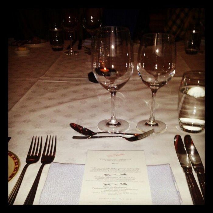 Dinnerar på gondolen i Stockholm i arbetskollegornas goda sällskap! Gondolen