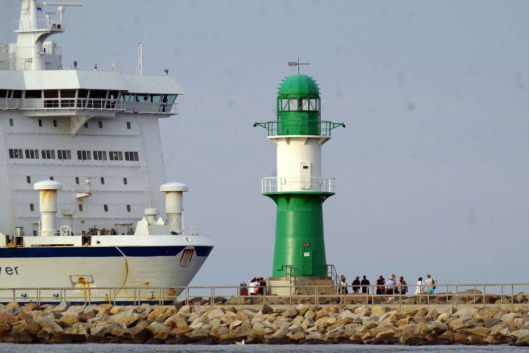 Mole in Rostock Warnemünde Beacon Draußen Leuchtfeuer Leuchtturm Lighthouse Mole Ostsee Outdoors People And Places Pier Rostock Schiff Sea Ship Warnemünde Wasser Water