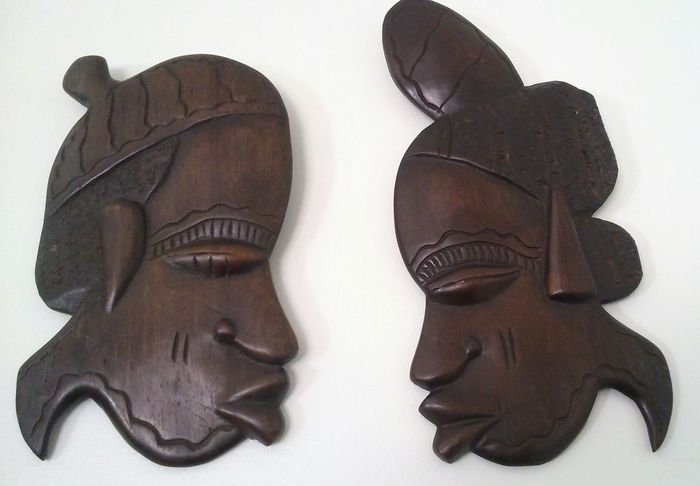 African King and Queen White Background Human Body Part Adult Close-up Men Only Men People Togetherness Adults Only Wood - Material African Beauty Couple Art And Craft Partners Relationship Kiss King And Queen.🎩👑 Traditional Culture Wood Carving Art Gambian