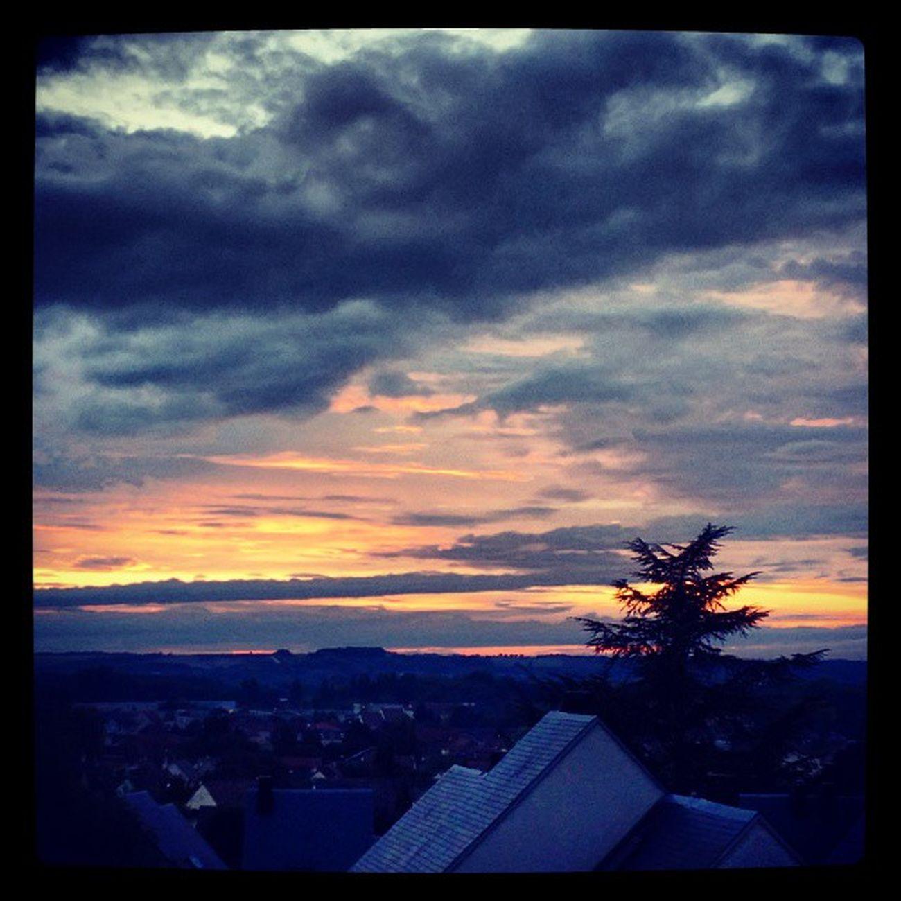 Le soleil se couche à Gouvieux Gouvieux Oise  Picardie Couchedesoleil sunset