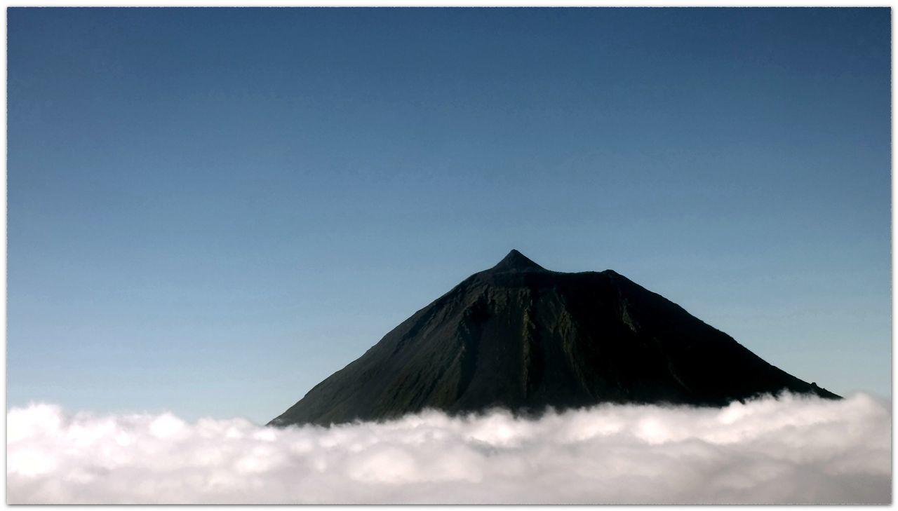 Flying High Cloud - Sky Blue Sky Mountain Dramatic Sky Beauty In Nature Pico Azores Beauty Ponta Do Pico Vulcano Streamzoofamily