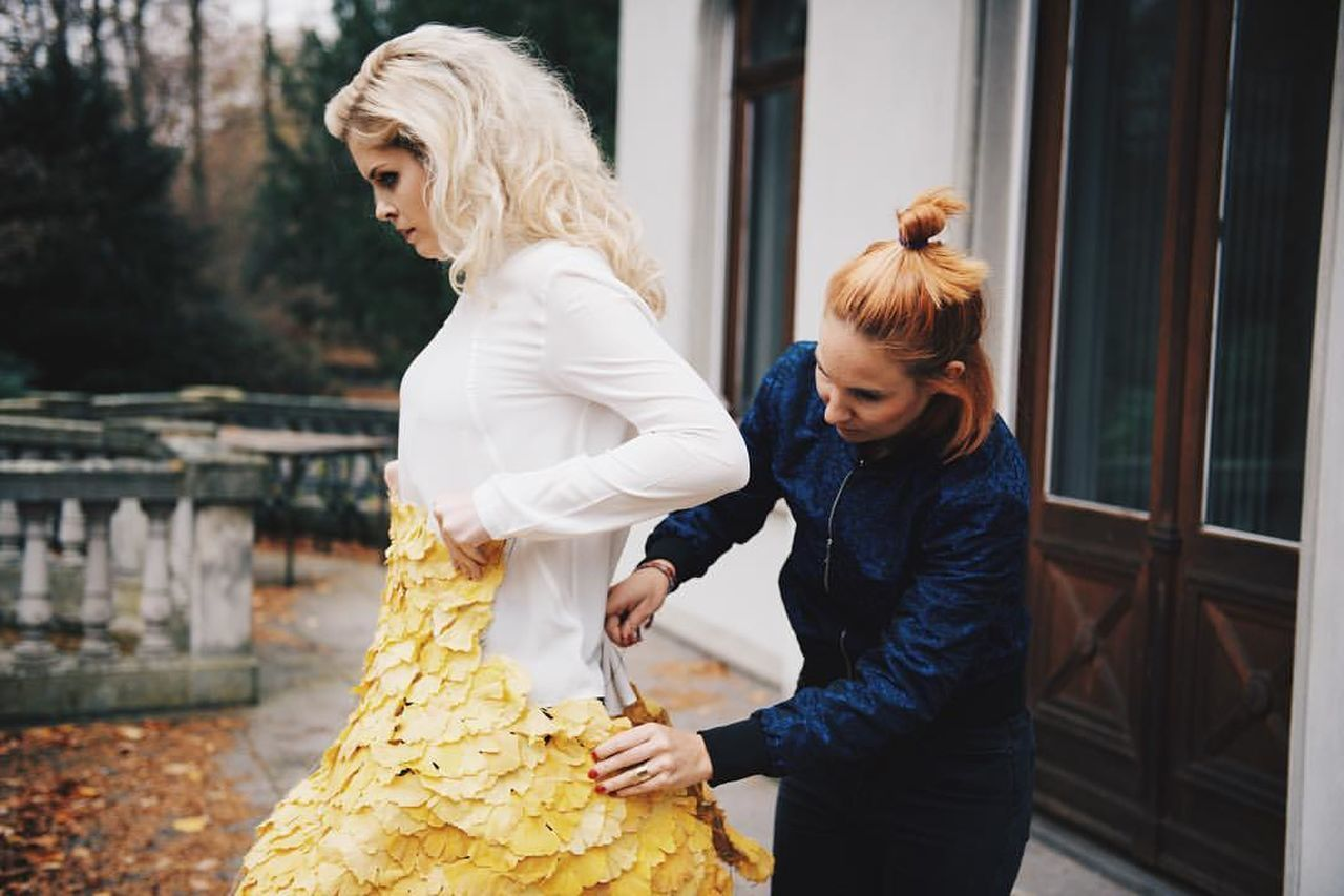 real people, leisure activity, two people, lifestyles, focus on foreground, day, togetherness, holding, young women, outdoors, women, standing, blond hair, young adult, warm clothing