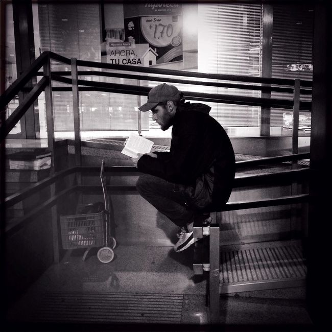 Lector IPhoneography Streetphotography Blackandwhite Hipstamatic