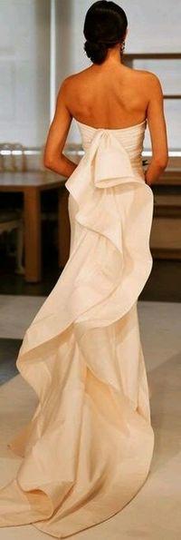 CESPINS by Oscar de la Renta 2015. Gorgeous! ♡ this back detail Oscar De La Renta Beautiful Dress  Fashion Designer Lovely Dress