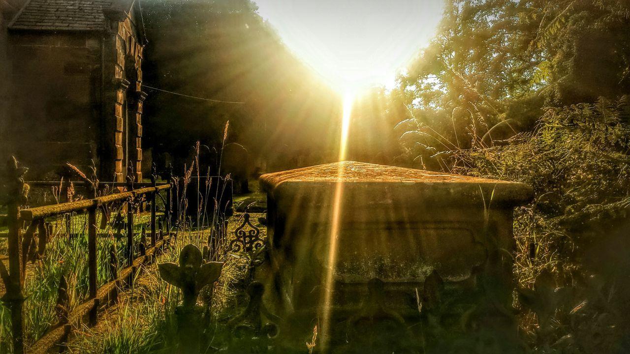 Old Graveyard Old Church Historical Building Grave Sunshine Sun Rays Into The Sun Magical Mystical @ St Pauls Church Aston