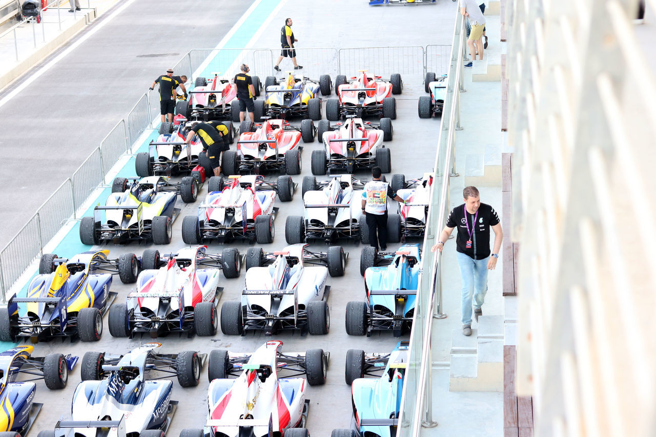 Cars Competition Crowd Day F1 Race High Angle View Motorsport Outdoors People Rows Of Things Teamwork Yas Marina Circuit