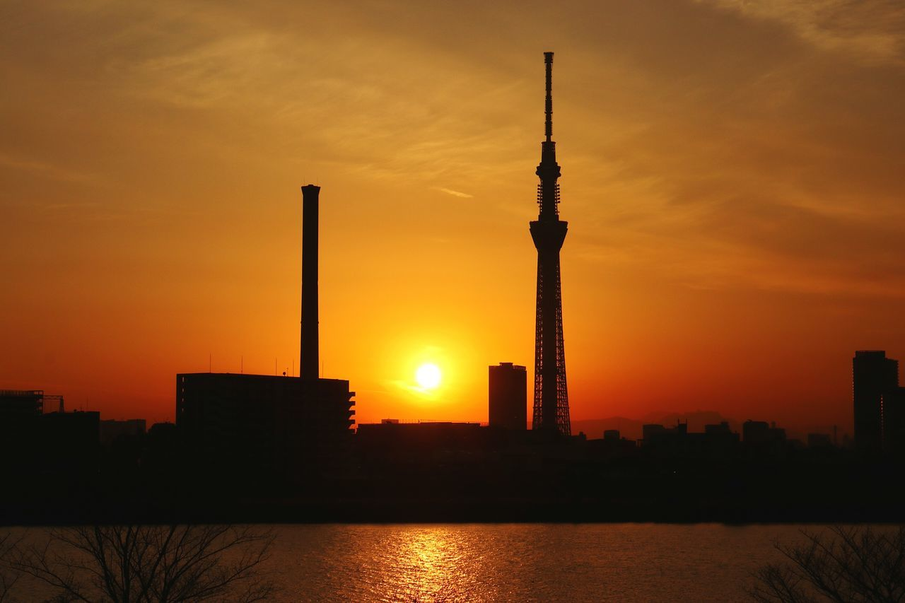 Sunset Tower Reflection Silhouette Water Reflection River Skytree Tokyoskytree Japan Tokyo Sunsetsilhouettes Sunsets Gradation Sunset_collection Chimney