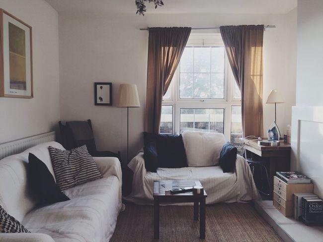 London Flat Interior Apartment Living Room Flat Window Sofa Shared Spaces White Decor Natural Light