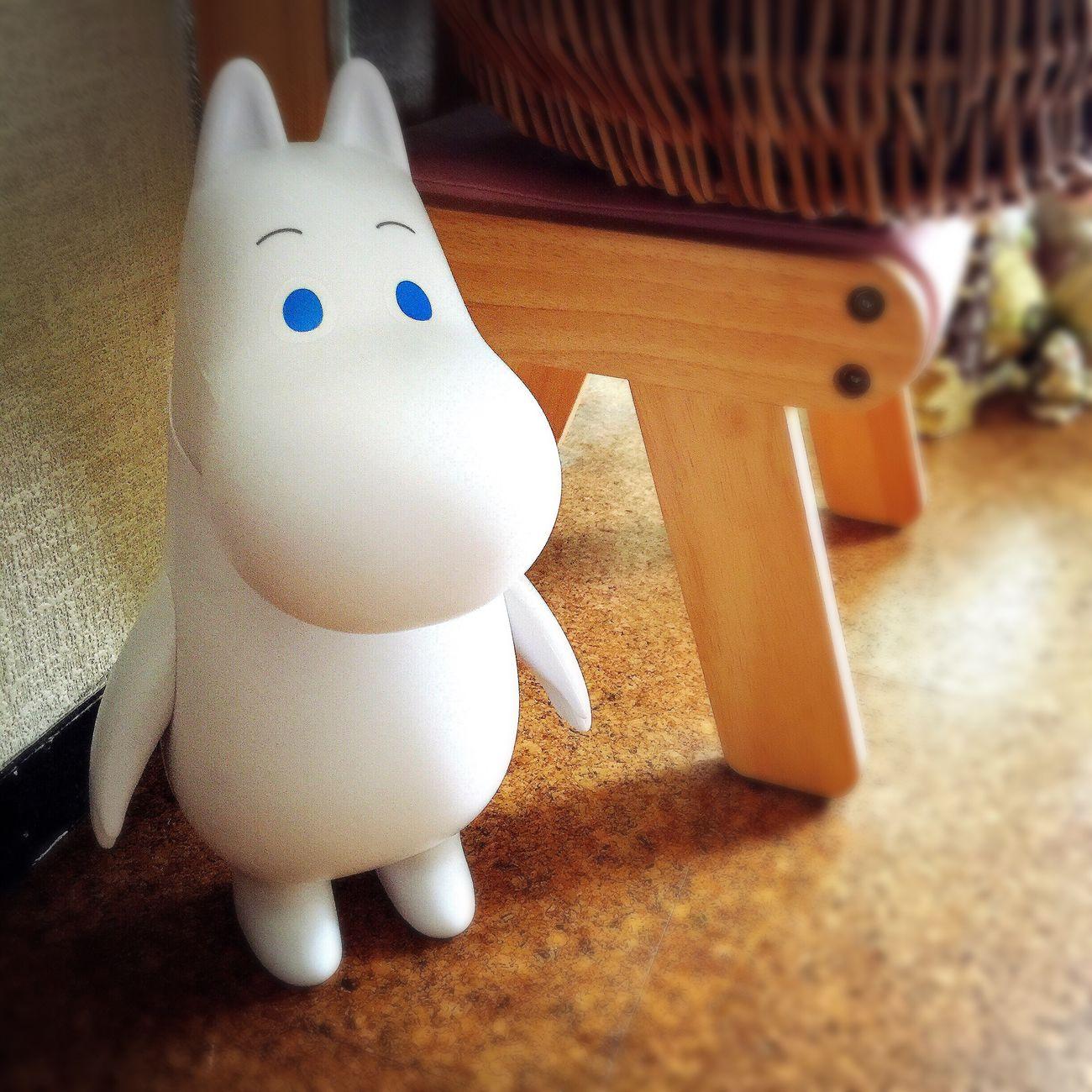 もらったムーミンの人形。 プラスチックっぽい素材だけど、手が動くよ。 ゲーセンで2つも取ったって、くれたんだ。 可愛いムーミンを、ありがとう↟♡ ムーミン Moomin 北欧 北欧雑貨 フィンランド
