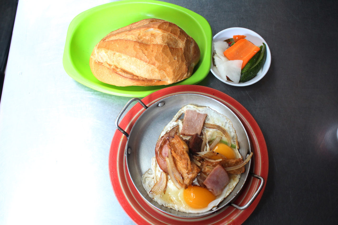 Banhmi Banhmihoama Banhmihoamacaothang Banhmisaigon Banhmivietnam Banhmy Banhmychao Day Food Food And Drink Freshness Healthy Eating Indoors  No People Plate Ready-to-eat Serving Size Table Toasted Bread Vietnamfood Vietnamfoodstreet