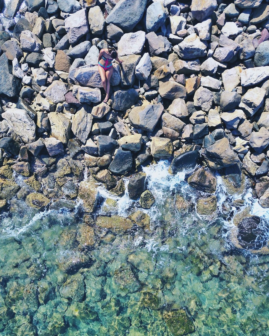 water, rock - object, one person, real people, day, pebble, full length, outdoors, men, waterfront, standing, nature, pebble beach, people