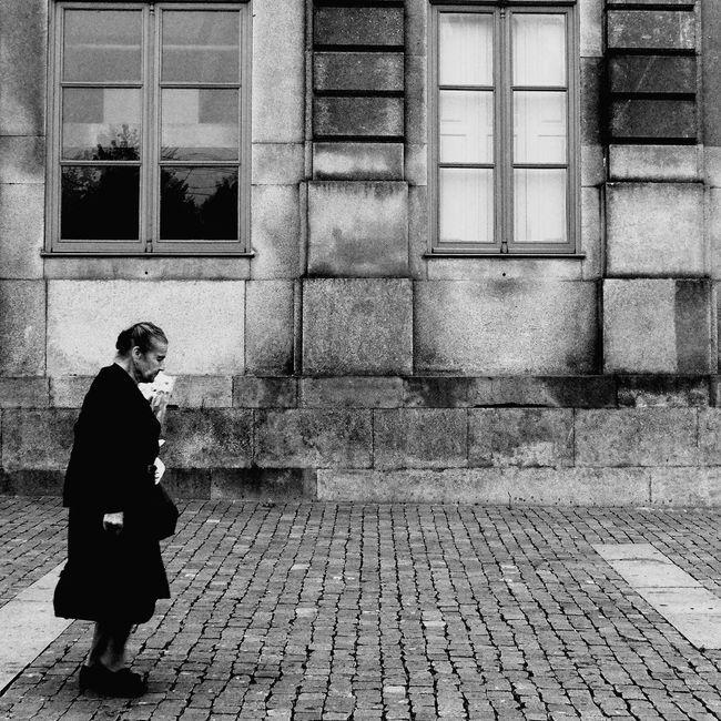 Streetphotography TheStreetPhotographer2015EYEEMAWARDS Thestreetphotographer EyeEn Porto B&w Street Photography EyeEm Porto B&w Photography Monochrome Street Photography Eyem Best Shots