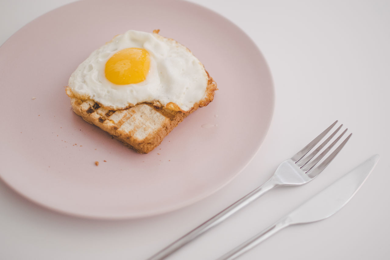 Breakfast for lunch Breakfast close-up day egg food Food and Drink Fork Fried egg indoors minimalism no people plate ready-to-eat serving size toasted bread