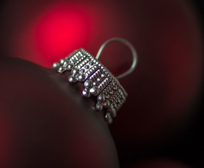 Christmas Weihnachten Xmas Black Background Close-up Day Diamond Ring Human Body Part Human Hand Indoors  Jewelry One Person People Studio Shot Weihnachtskugel