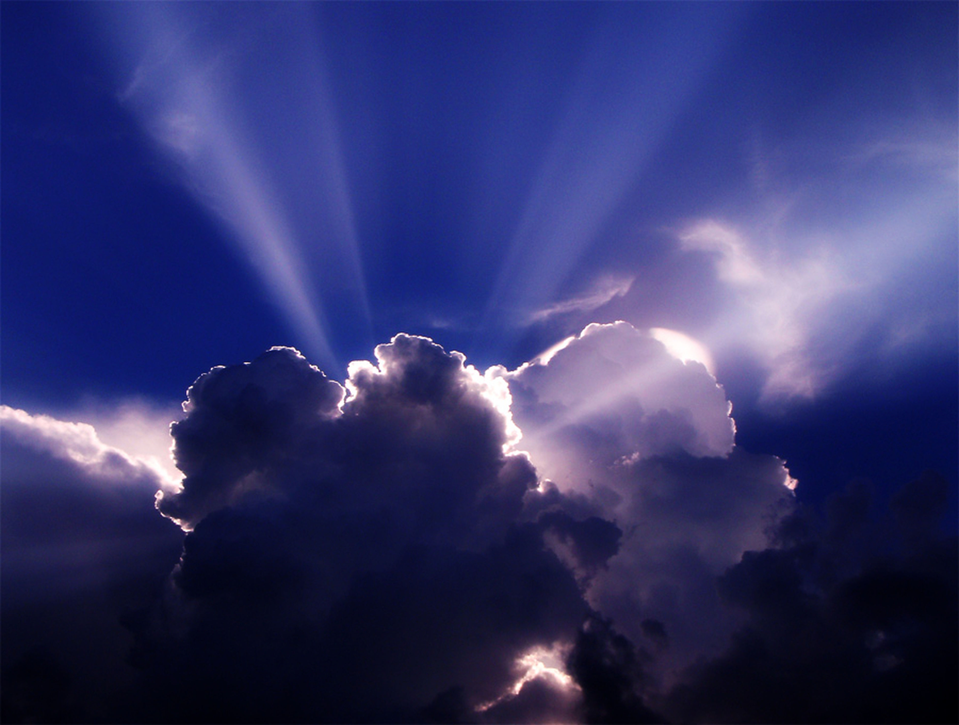 sky, cloud - sky, low angle view, beauty in nature, scenics, sky only, nature, tranquility, cloudscape, tranquil scene, cloudy, blue, sunbeam, idyllic, majestic, cloud, dramatic sky, weather, atmospheric mood, outdoors