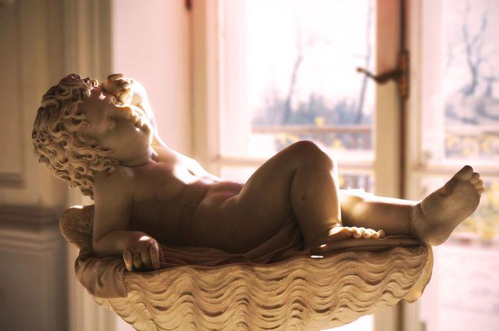 2014 Catherine Palace Day Dazzling Home Interior Indoors  Kids Luxury Relaxation Russia Saint Petersburg Statue Sun Sunlight Window エカテリーナ宮殿 サンクトペテルブルク ロシア 銅像