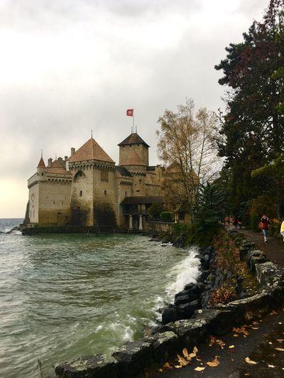 Chillon Castle Veytaux 🇨🇭 Switzerland Lake View Landscape Traveling Landscape_photography Beauty In Nature Traveling Photography Architecture Architecture_collection