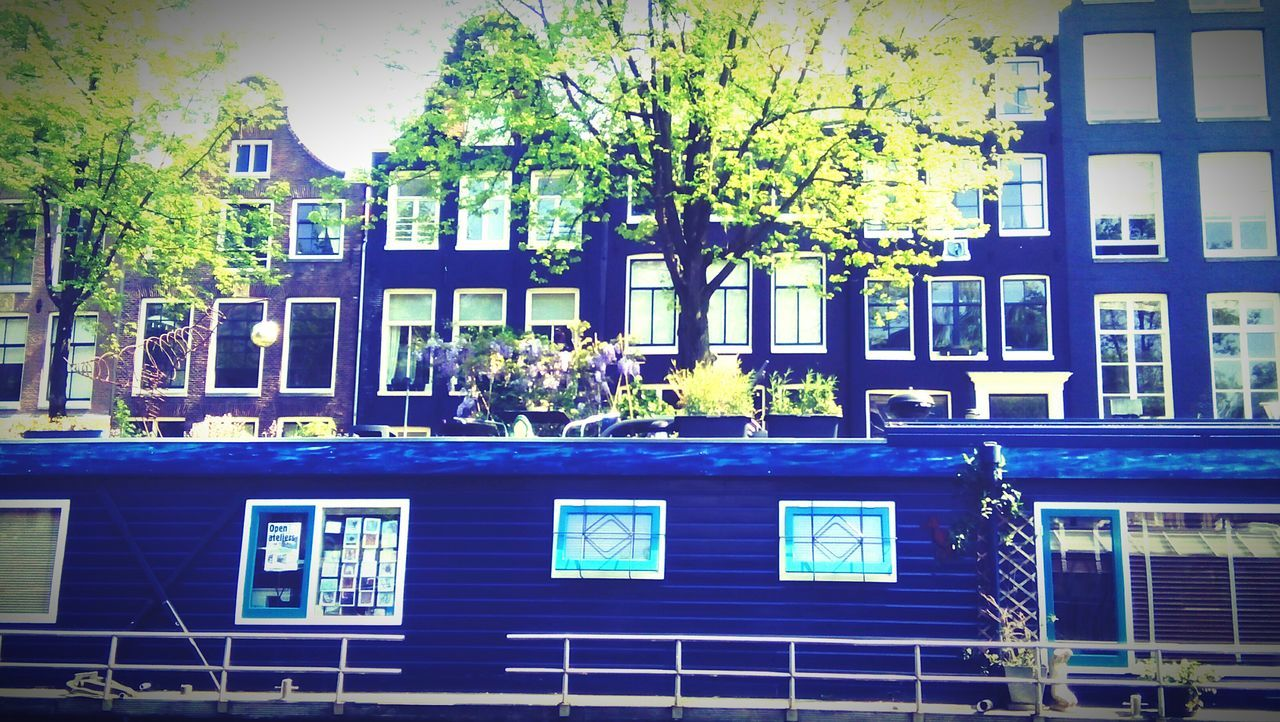 Canal City Life Amsterdam Netherlands Workingintheworld Livingintheworld Water Houseboats Tinyhouseliving Reduction Blau The Architect - 2016 EyeEm Awards