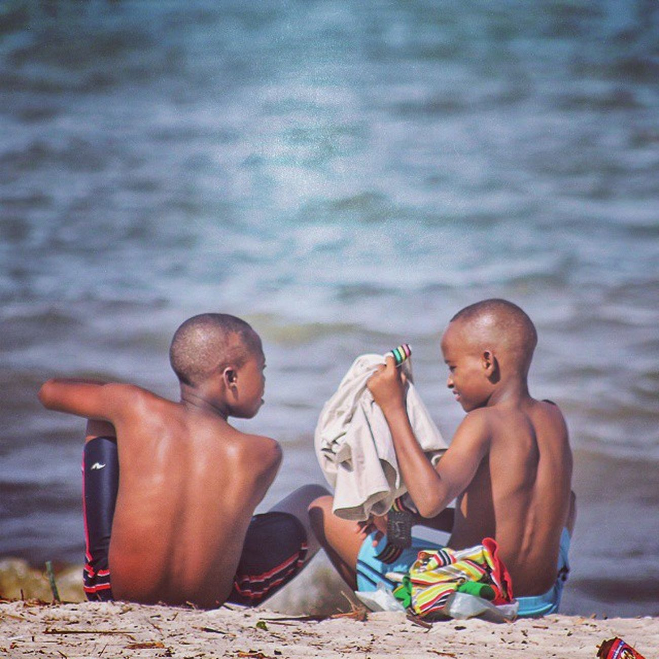 Friendship ✌ . . . MyTanzania Beach Friends Together Kids_of_our_world Visiterlafrique Vscotanzania Tanzania Hakunamatata ✌