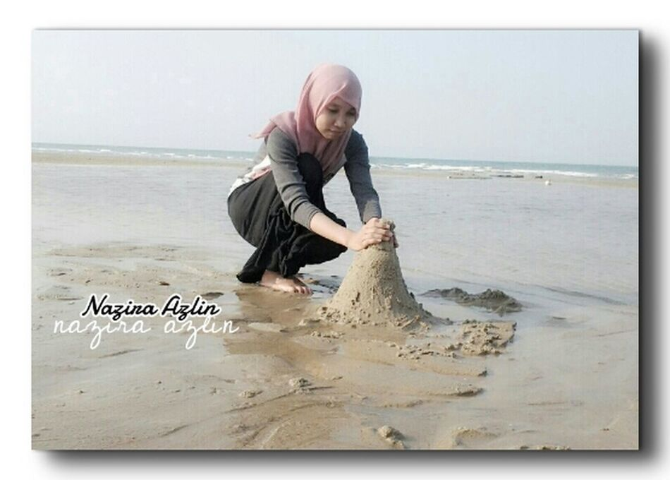 hello , hahaha making sand castle :'D lols !