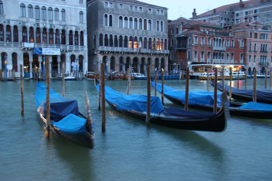 Venice #canal #casanova #cruise #gondola #Italia #Night #slowcapture #vaporetto #veneza #Venice #Venezia #Italy #Italia #Europe Building Exterior