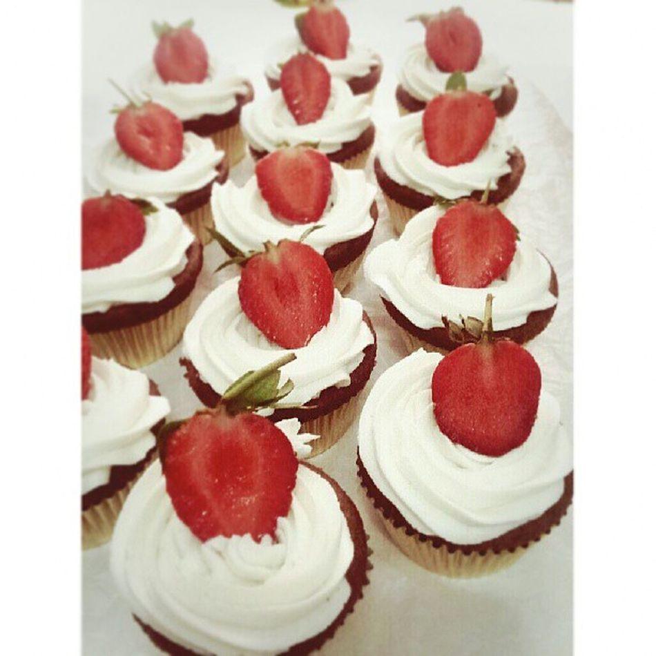 Finally, decorate as well my White Vanilla St.Orose Cupcakes Babiefabulouscakes Ccupcakesdaily Strawberry Sweetcake homebaked potd likeforlikes cupcakestyle