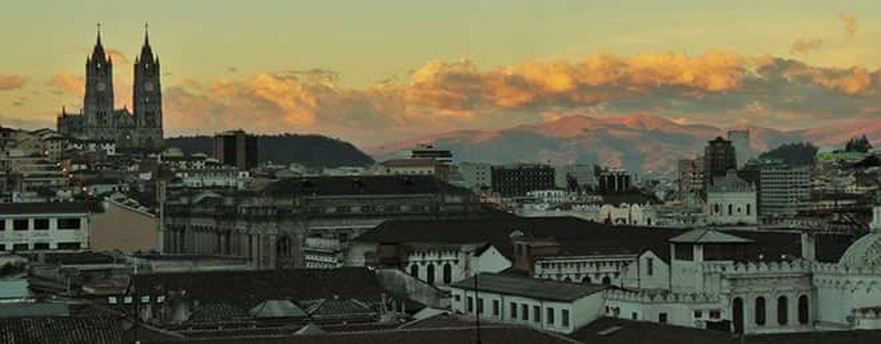 This is my city!! Welcome to Quito - Ecuador!! Photooftheday Photographer Photo Quito City Photography Ecuador♥ Canon6dphotos QuitoEcuador Gothic Beauty  City Life City City View  Cities Citytrip